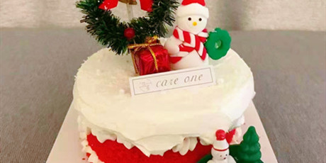 【两店通用·可依·到店自提】#圣诞甜蜜的味道#,#今年的圣诞就要这样过#,给你的圣诞气氛加料!仅需38元抢门市价89元可依红丝绒圣诞蛋糕套餐,入口即化,满满的幸福感