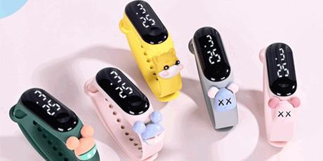 时尚新宠儿,防水LED手环!29.9元/3个抢2021新款卡通手环:触摸大屏,持久续航,生活防水,时间日期显示~生活学习小帮手,众多卡通款式萌动出击,儿童成人皆可用,戴上就是小可爱!